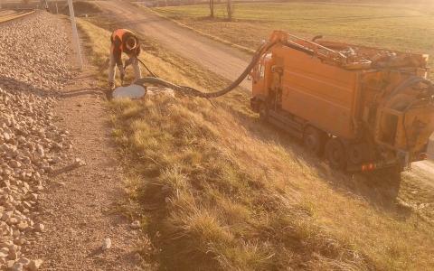 Pracownik iciężarówka